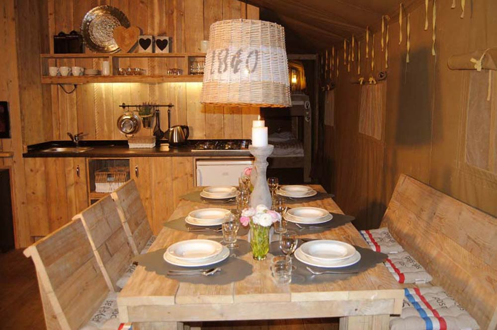 Natural Lodge with dining area in Camping Province
