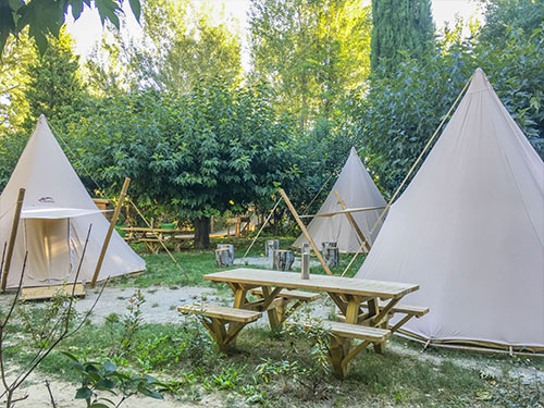 Camping Provence park with trees for Tipi