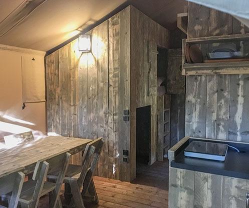lit cabin cabin Jasmin Camping Suze